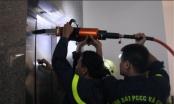 Đà Nẵng: Dùng thiết bị banh thủy lực mở cửa giải cứu người bị mắc kẹt trong thang máy