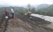 Nghệ An: Bùn thải treo trên đỉnh núi