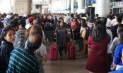 Biển người ở sân bay Tân Sơn Nhất chờ đón Việt kiều về quê ăn Tết