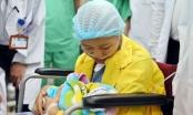 Sản phụ ung thư giai đoạn cuối lần đầu được ôm con