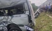 Ít nhất 3 người thiệt mạng sau vụ va chạm giữa tàu hỏa và ô tô 16 chỗ