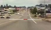 Máy bay lao xuống đường phố để hạ cánh khẩn cấp