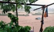 Nước lũ dâng cao cuốn trôi người, tàn phá huyện miền núi Mường Lát