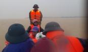 Vượt lũ dữ, chèo thuyền 10 cây số đưa sản phụ đi sinh