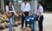 Hai học sinh lớp 8 chế tạo thành công máy bóc vỏ dừa