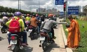 Giấu xe máy sau ống cống, khoác áo nhà sư ra giao lộ… xin tiền