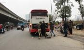 Hà Nội: Xe khách thỏa sức lộng hành xung quanh bến xe Mỹ Đình