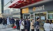 Chùm ảnh: Người Hàn xếp hàng dài hơn 1km mua khẩu trang phòng dịch Covid-19