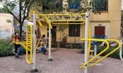 Người dân khu vực cách ly tại phố Trúc Bạch 'chống dịch COVID-19' bằng luyện tập thể dục thể thao