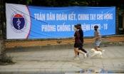 Ảnh: Người dân HN nườm nượp tập thể dục dù có lệnh hạn chế ra đường