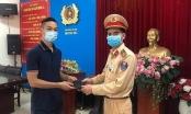Trung úy CSGT trả lại ví chứa hơn 10 triệu đồng cho bác sĩ đánh rơi