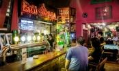 Hết hạn cách ly, quán Buddha Bar phải gỡ bỏ bảng hiệu