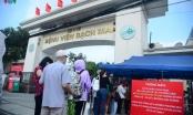 Ảnh: Người dân chen chúc đến khám tại các bệnh viện ở Hà Nội sau cách ly