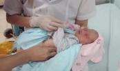 Có xử lý hình sự được người mẹ bỏ con trai mới sinh dưới hố gas ở Hà Nội?