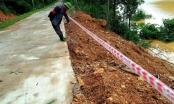 Mưa lớn gây sạt lở, nhiều tuyến đường, kè biển ở Hà Tĩnh bị chia cắt