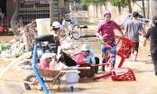 Miền Trung khắc phục hậu quả lũ lụt: Bới bùn vớt vát tài sản