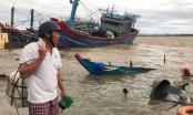 Thừa Thiên Huế: Tàu chìm, nhà sập, trường học tốc mái, cây xanh ngã đổ trong bão số 13