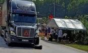 Hà Tĩnh: Xe máy va chạm với container, 2 vợ chồng thương vong