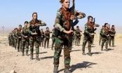 Hình ảnh quốc tế ấn tượng: Dàn bóng hồng người Kurd cầm súng khổ luyện tại Iraq