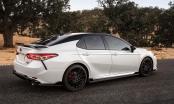 'Soi' Toyota Camry TRD 2020 giá hơn 700 triệu đồng