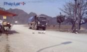Sống khổ vì bụi, người dân dùng đá tảng chặn đoàn xe tải hung hãn