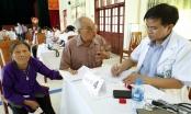 Bệnh viện Bạch Mai khám bệnh, tặng quà cho những người có công với đất nước tại Hà Nam