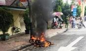 Nghệ An: Truy đuổi, đốt xe máy người đi đường vì thấy ngứa mắt