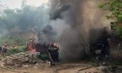 Lào Cai: Đốt rác tiện thể đốt luôn cả xưởng ô tô của hàng xóm