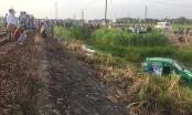 Nóng: Tàu hỏa tông taxi văng xuống ruộng, 5 người thương vong