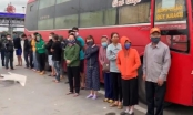 Phớt lờ lệnh cấm, xe khách chở 30 người chạy từ Sài Gòn ra Hà Nội
