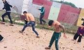 Hé lộ nguyên nhân nhóm thanh niên xăm trổ bị nhiều phụ nữ ném chất bẩn vào người ở Bắc Giang