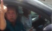 Tài xế chạy quá tốc độ, người ngồi cạnh lớn tiếng lăng mạ CSGT