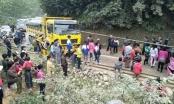 Hòa Bình: Xe chở đất va chạm xe du lịch, hàng chục người thoát chết