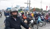 Sau nghỉ Tết, người dân lỉnh kỉnh đồ đạc trở lại Thủ đô