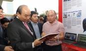 Thủ tướng Nguyễn Xuân Phúc thăm gian hàng Báo PLVN ngày khai mạc Hội Báo toàn quốc 2019