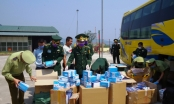 Bắt giữ xe khách vận chuyển 30.000 khẩu trang y tế từ Việt Nam sang Lào