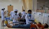 Hàng trăm công nhân nghi bị ngộ độc sau bữa cơm chay