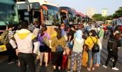 Hàng trăm người dân đổ ra bến xe Miền Đông, rời Sài Gòn về quê trách dịch