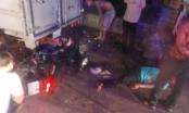 Bình Dương: Xe máy lao vào đuôi xe tải, 3 thanh niên nguy kịch