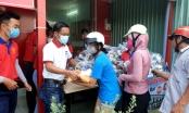 Địa ốc Gia Phúc đồng hành cùng Báo PLVN trao quà cho người gặp khó khăn ở Cần Giuộc