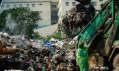 """""""Núi rác"""" khổng lồ hơn 500 tấn giữa lòng Hà Nội"""