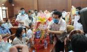 Đoàn Đại biểu Quốc hội tỉnh Đồng Nai tặng quà cho các gia đình chính sách