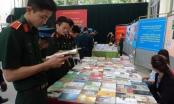 """Triển lãm """"Sách - Hành trang quân ngũ"""": Vẻ vang truyền thống quân đội nhân dân Việt Nam"""