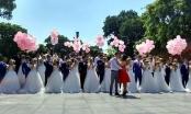 Hà Nội: 40 cặp đôi đại náo Bờ Hồ và cùng nhau thực hiện album ảnh cưới tập thể