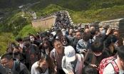 Biển người ùn ùn đi du lịch ở Trung Quốc