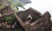 """Hà Nội: Bất lực nhìn sông """"nuốt""""nhà cửa"""