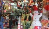 Giá tăng chóng mặt nhưng thị trường quà tặng, trang trí Noel vẫn hút khách