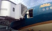 Máy bay Boeing 787 bị xô lệch cửa vì va chạm tại Nội Bài