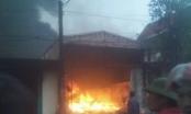 Thanh Hoá: Cháy cơ sở bánh kẹo tư nhân, thiệt hại hàng tỉ đồng