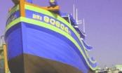 Lật tàu cá vỏ gỗ lớn nhất Miền Trung: 2 thuyền viên mất tích